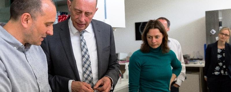Blinkg AG und oncgnostics GmbH stellen ASSURER vor